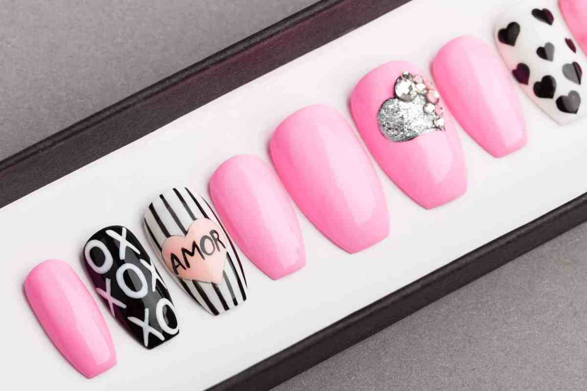 Amor Press on Nails | Valentines nails | Love nails | Happy nails | Hand painted Nail Art | Fake Nails | False Nails