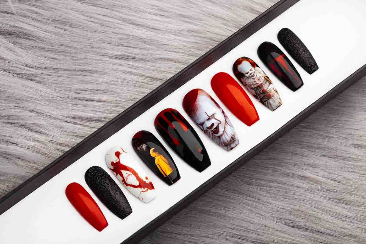 Scary Clown Press on Nails, Pennywise
