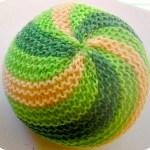 Как связать шарик спицами