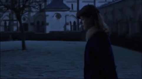 scène nuit devant cimetière