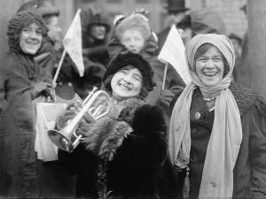 Demonstrasjon for kvinnestemmerett i USA, februar 1913.  Ukjent fotograf, Bain News Service/Library of Congress. no known restrictions