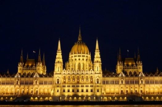 2021匈牙利布達佩斯自由行全攻略|第一次自助必看!景點行程規劃/住宿/交通溫泉夜生活懶人包