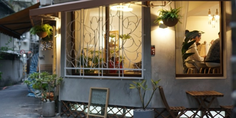 西門老屋咖啡店|Horoka木咖,冠軍咖啡師手沖咖啡搭超濃肉桂捲
