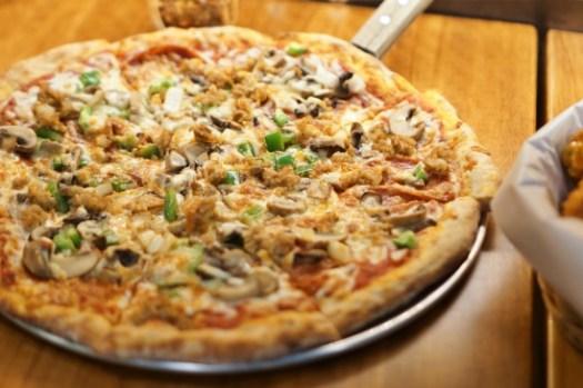 新北新店披薩|The Shack野菇屋Pizza,披薩上放鳳梨是合法的!