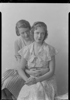 Nell Dorr (1893-1988); [Portrait of two women view 3]; nitrate negative; Amon Carter Museum of American Art; Fort Worth TX; P1990.47.3485