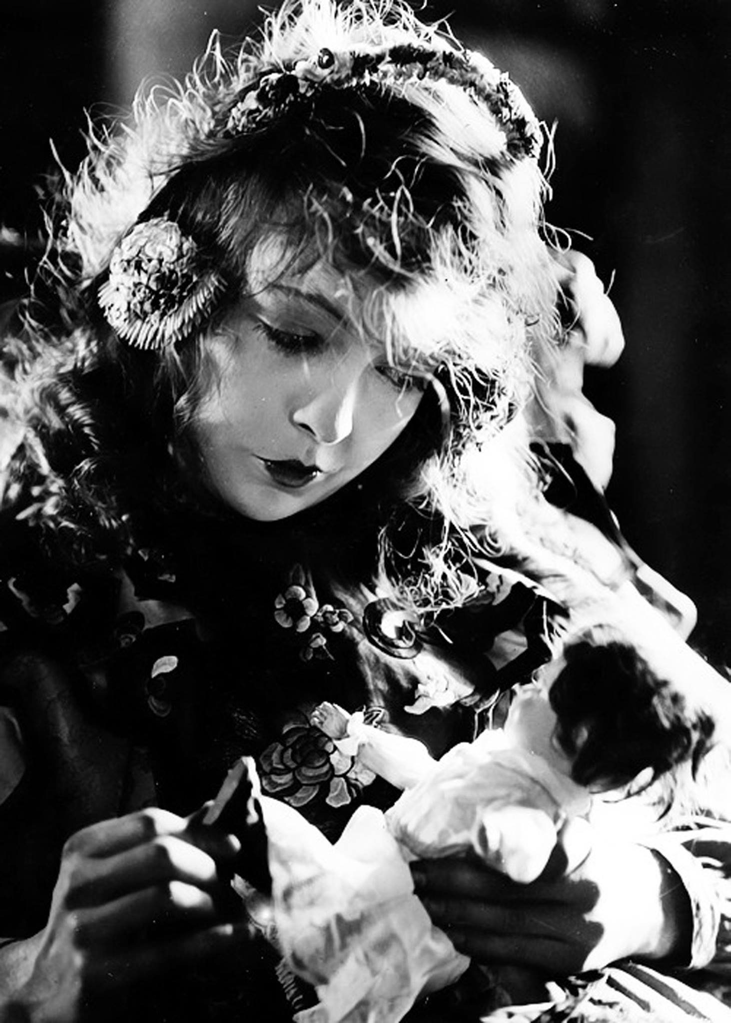 An Illustrious Sister Act – The art of Lillian Gish -By Malcolm H. Oettinger (Picture Play Magazine 1925)