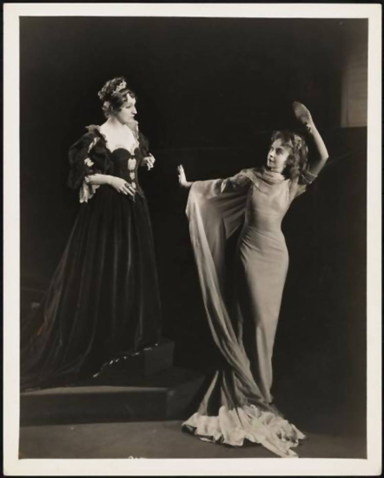 Lillian Gish as Ophelia and Dame Judith Anderson in Hamlet 1936