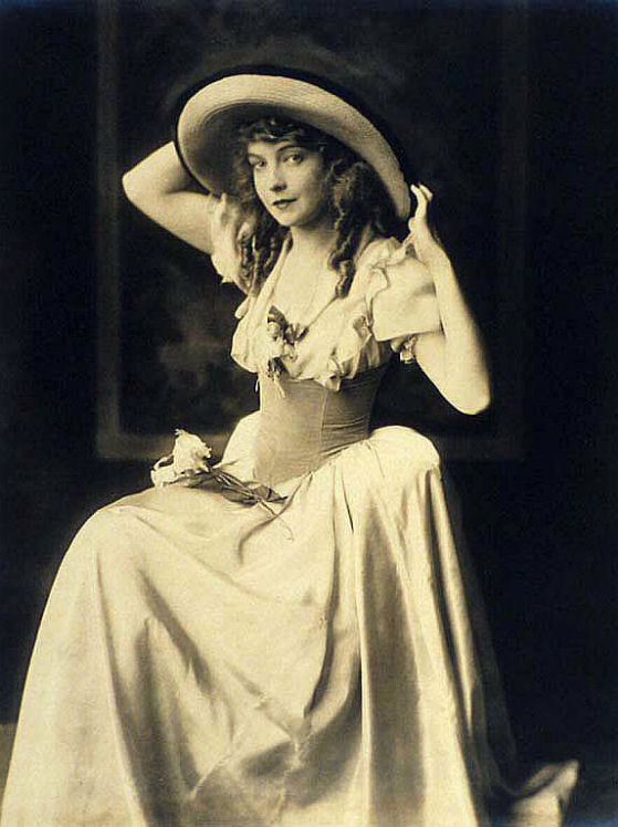 Alfred Cheney Johnston Lillian Gish 1922 Orphans outfit
