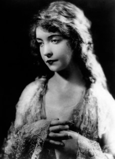 circa 1921: Lillian Diana Gish, originally Lillian de Guiche (1893 - 1993), made her stage debut at the age of 5. She played a lot of waif type heroines during her silent film career but never quite made the successful transition to talking pictures.