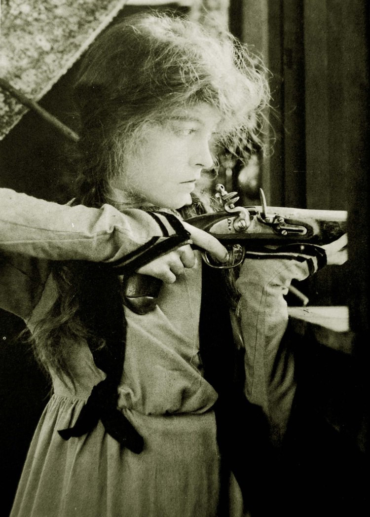 Lillian Gish in Daphne and the Pirate