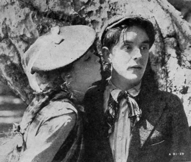 Lillian Gish trying to kiss Robert Harron (True Heart Susie)