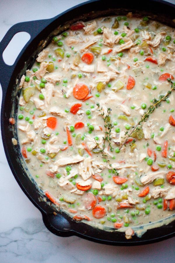This creamy chicken pot pie soup is so flavorful. www.lillieeatsandtells.com