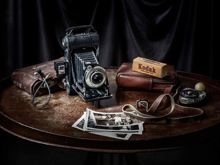 still-life-vintage-camera-kodak-film-photography