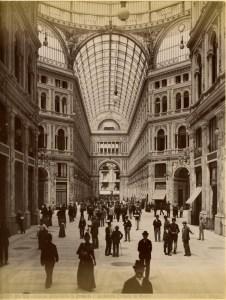 Brogi,_Carlo_(1850-1925)_-_n._10209_-_Napoli_-_Interno_della_Galleria_Umberto_I_-_Architetto_Ernesto_de_Mauro