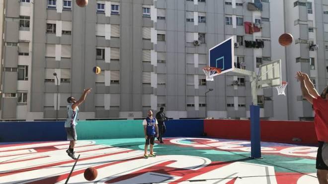 arte urbana lisbona campo basket