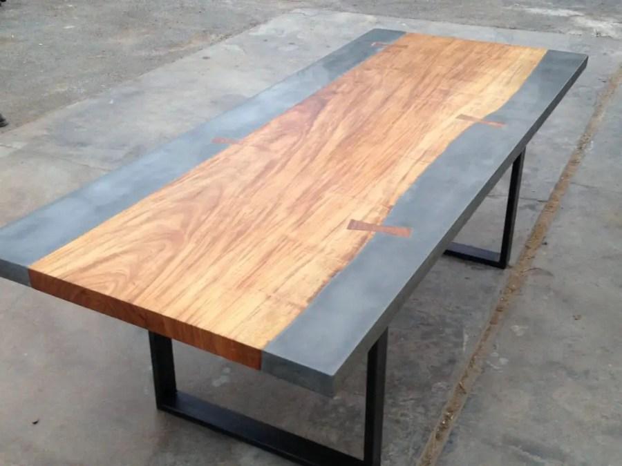 Table industrielle en béton ciré et bois
