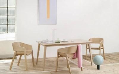 Table scandinave dans la salle à manger pour un style nordique