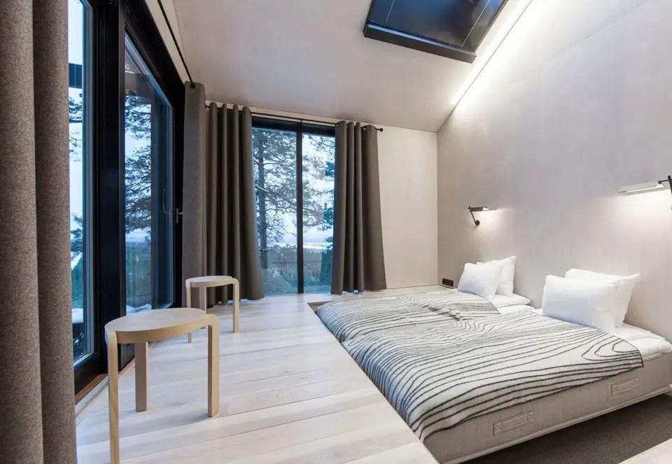 Une cabane dans les arbres style naturel et minimaliste