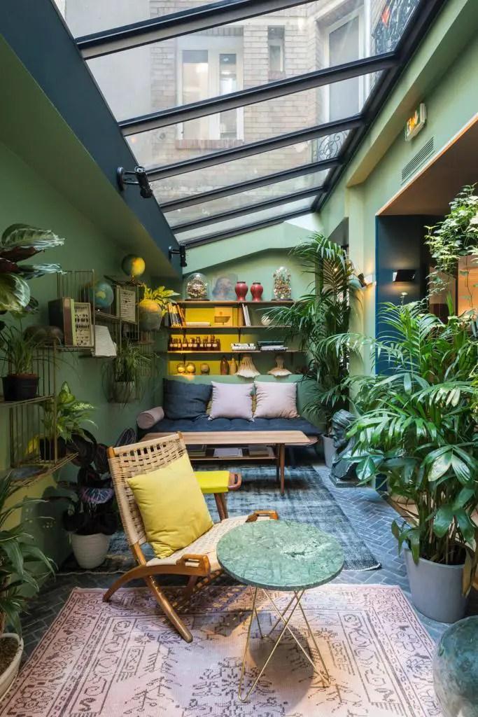 verrière de toit dans une ambiance tropicale