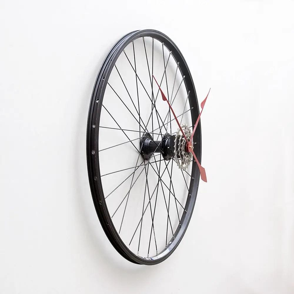 déco insolite horloge roue de vélo