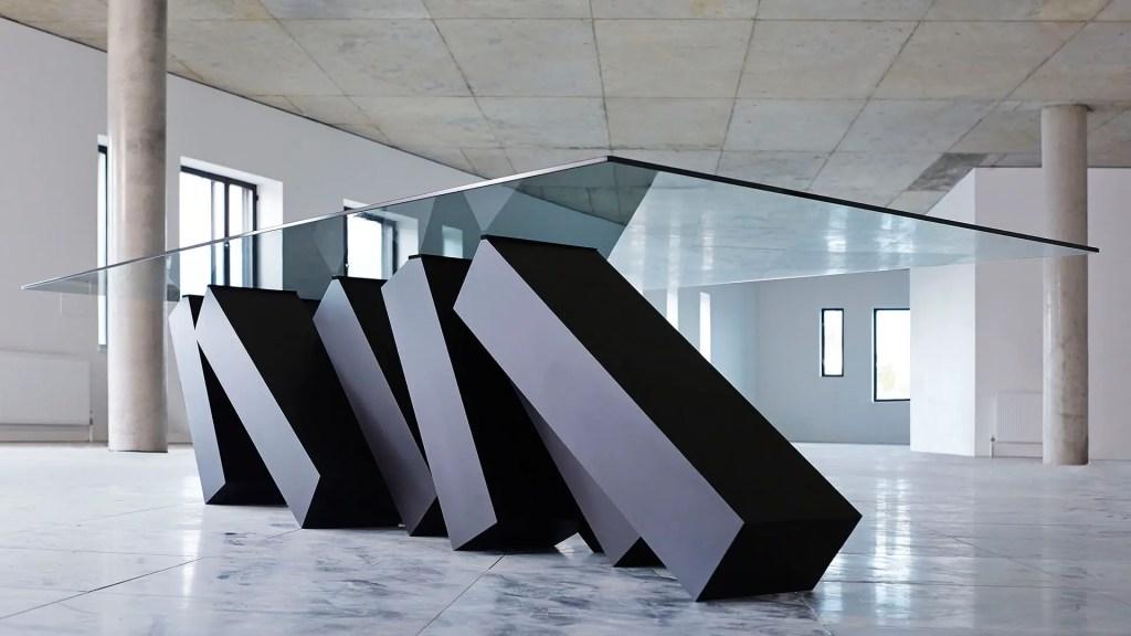 Pieds de table design en équilibre