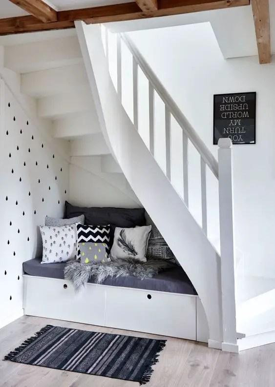 aménagement escalier coin lecture