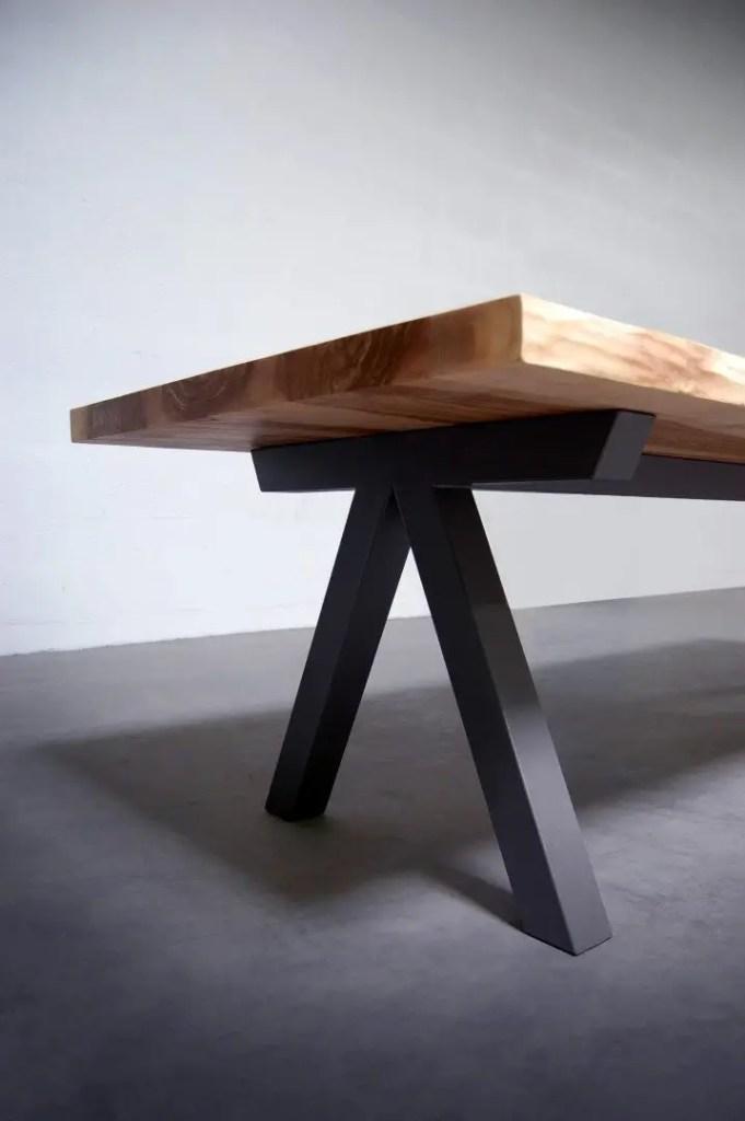 table en bois massif avec pieds en x