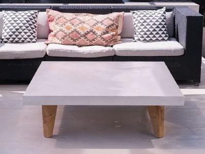 Table basse béton ciré et pieds bois
