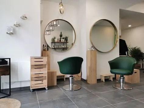 agencement salon de coiffure et mobilier en bois
