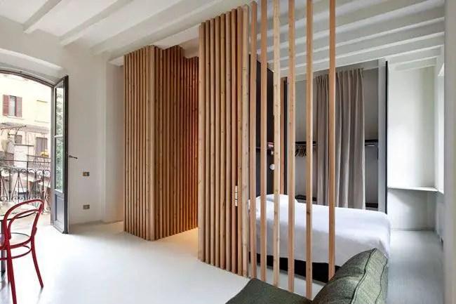 Claustra intérieur en bois