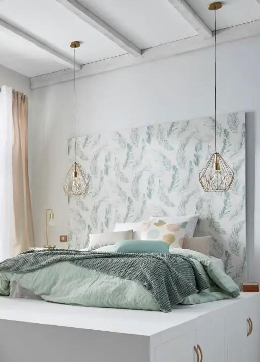tête de lit avec papier peint