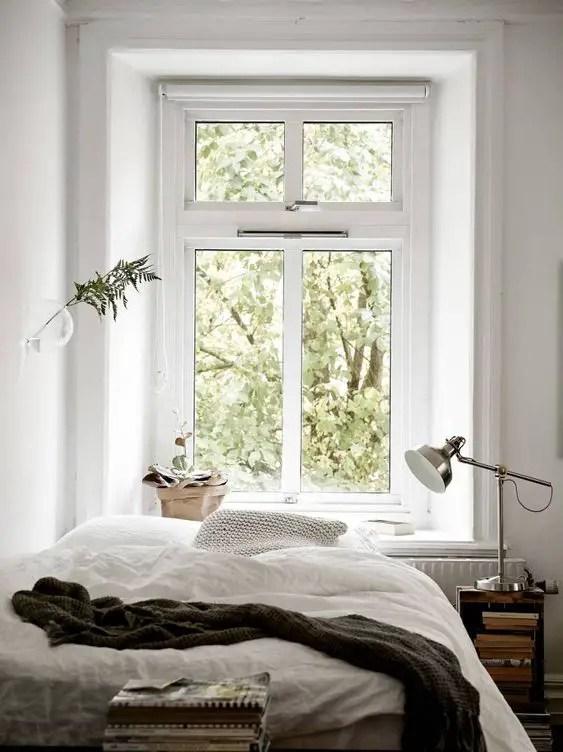 fenêtre utilisée comme tête de lit