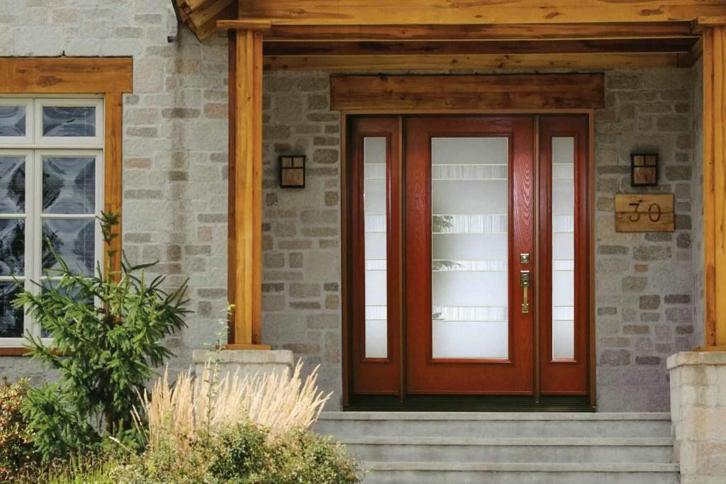 porte d'entrée avec ouverture en bois et verre