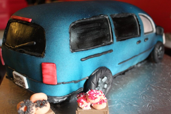 Rear of Minivan Cake