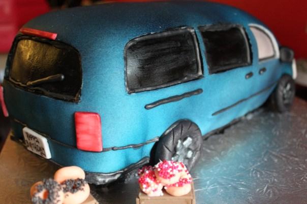 Rear of Minivan Cake