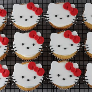 Cupcakes with Fondant Cat Toppers
