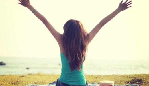 姿勢を良くすることはメリットだらけ。背筋を伸ばすことで美人効果が期待出来る!