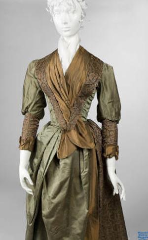 Emma-Johnson-dress