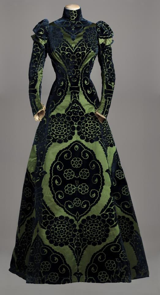 Tea Gown, Worth c. 1895