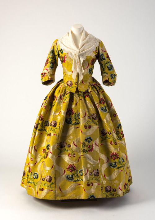 Fashion Museum Bath Robe à l'anglaise, 1740′s