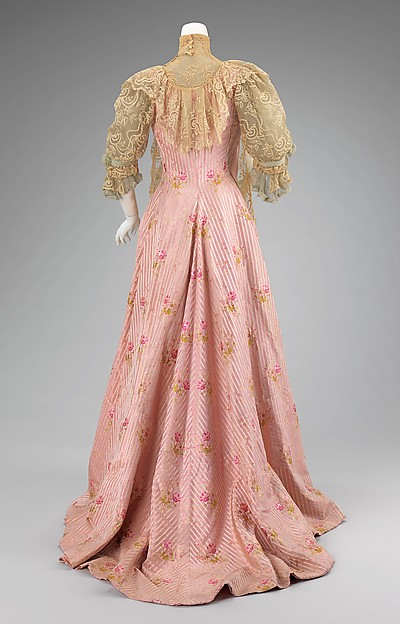 Tea Gown Worth c. 1900 - 1901