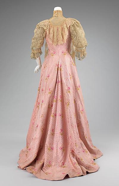 Tea Gown Worth c. 1900 - 1901