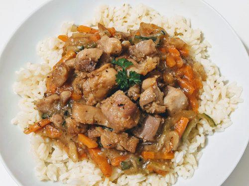 Parguit poulet sauce brune carottes, courgettes , poulet facile , poulet au cookeo, poulet au ninja fodoin, recette caasher, recette juive, recette casher, casher cookeo, casher ninjafoodi, ninja foodi casher, recettes juives, recettes pour chabbat, recette chabbat, recette chavouot, recette souccot, recette rosh hachana, recette pessah, recette tou bischvat, chababt chalom, chavoua tov, nos recettes casher, nos recettes casher sucrées salées