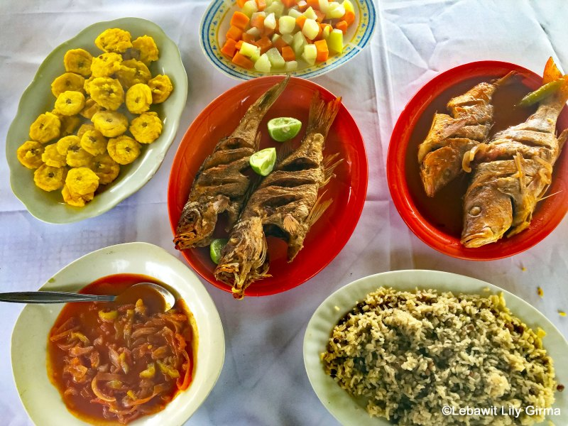 Fresh seafood lunch on Playa Palenque, San Cristobal.