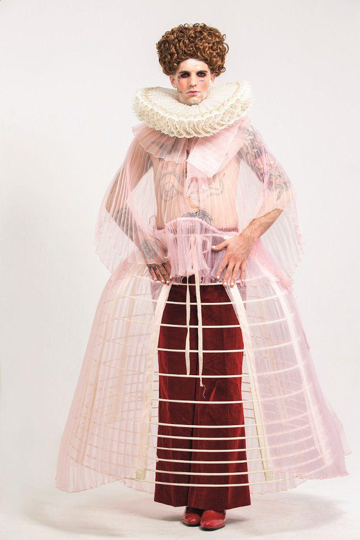 Achille Lauro, costume originale ispirato alla Regina Elisabetta I e indossato durante la serata finale del Festival di Sanremo 2020
