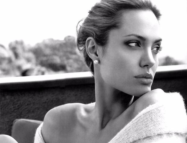 Голливудская актриса Анджелина Джоли решила посотрудничать с известной французской маркой Guerlain
