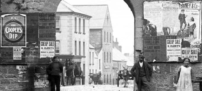 Blossom Gate, Kilmallock, Co. Limerick (1909) - Lawrence Collection