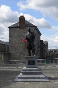 Statue of the Bard of Thomond