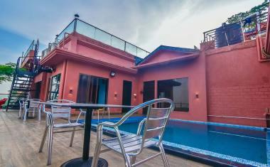 Luxury-Pool-And-Deck-Villa-21