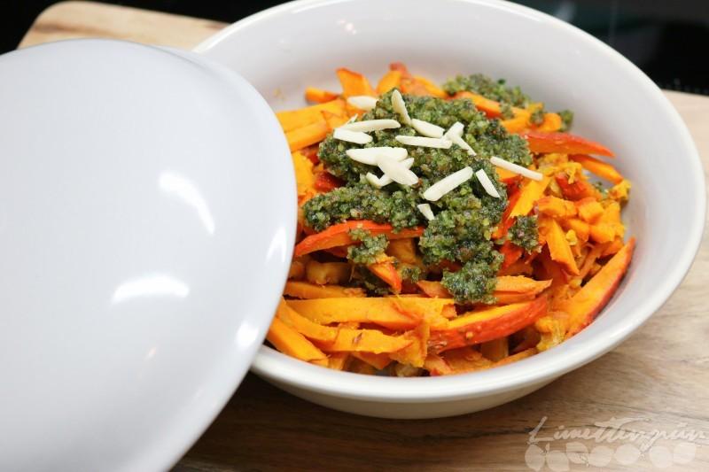 Kürbis-Spaghetti mit Walnüssen und Pesto